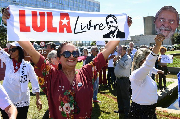 Brazilianen vragen om de vrijlating van voormalig president Lula da Silva en de arrestatie van Sergio Moro. Beeld AFP