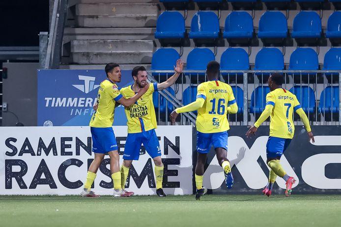 Cambuur viert feest na een goal tegen Den Bosch.