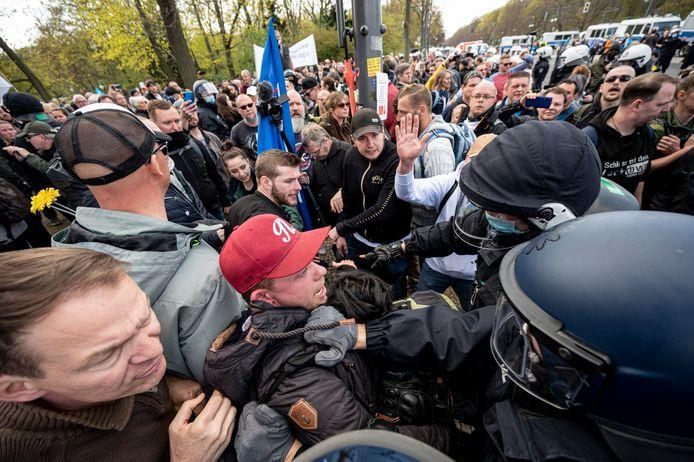 Berlijn kan voortaan aan een 'nationale noodrem' trekken, buiten de zestien deelstaten om.