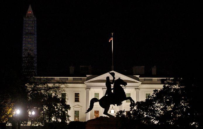Het beeld van president Andrew Jackson, met op de achtergrond het Witte Huis.