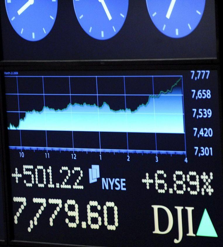 De koersen op Wall Street stegen gisteravond met zeven procent. Foto EPA/Peter Foley Beeld