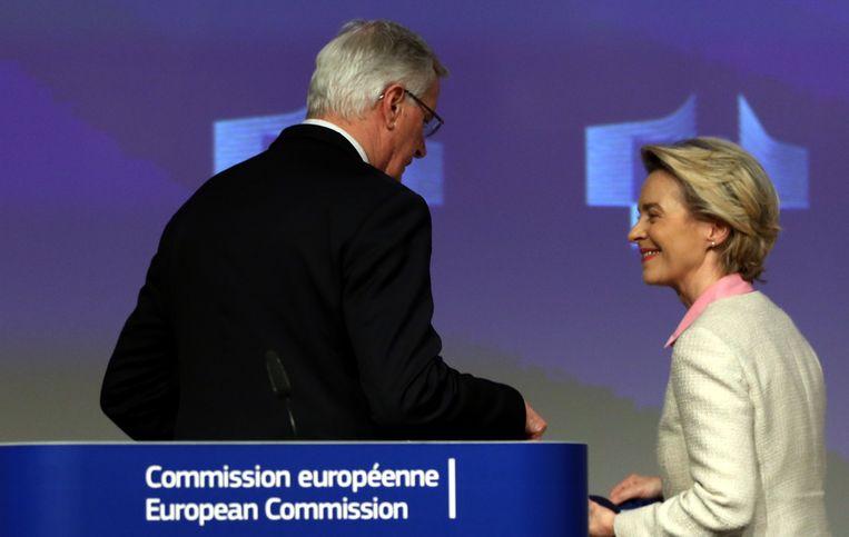 Michel Barnier en Ursula von der Leyen. Beeld Photo News