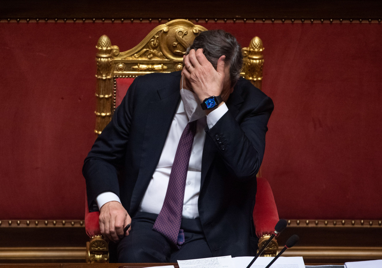 De Italiaanse premier Draghi: 'Onze vernieuwing zal mislukken als niet overal mensen opstaan die belangeloos bereid zullen zijn hard te werken en offers te brengen voor het gemeenschappelijke goed.'