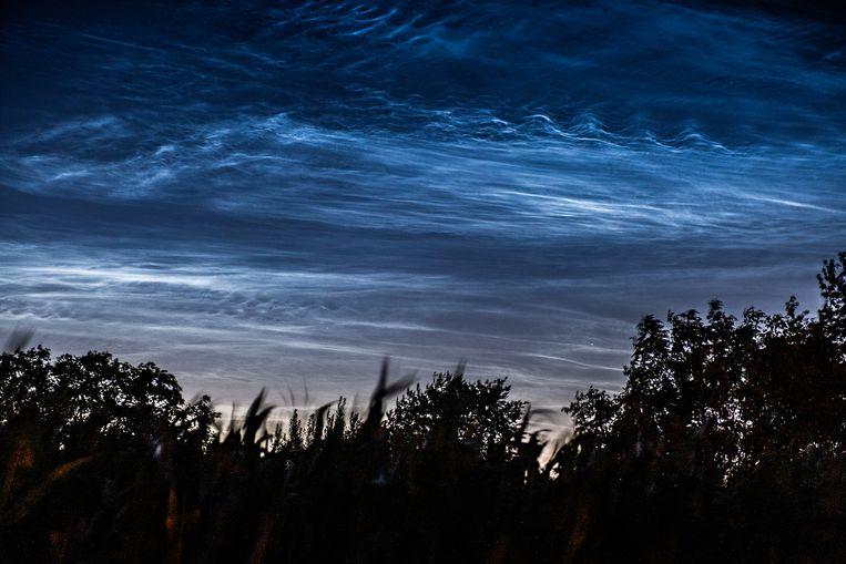 Lichtende nachtwolken boven Zemst.