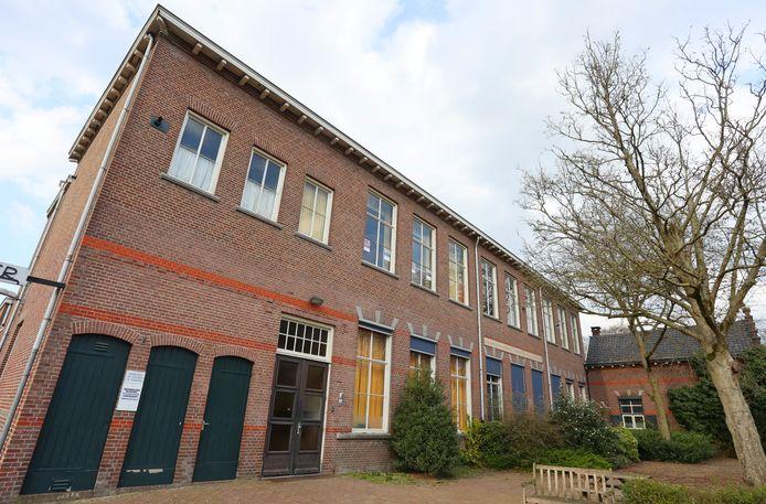 De gemeente Vught maakte onlangs de winnaar bekend, uit drie geselecteerde plannen voor de herontwikkeling van de oude Dr. Landmanschool in Helvoirt.