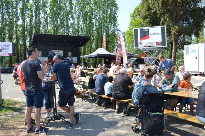 De Eastern BBQ Contest van Wettels On Fire twee jaar geleden op het Gemeenteplein in Meerbeke.