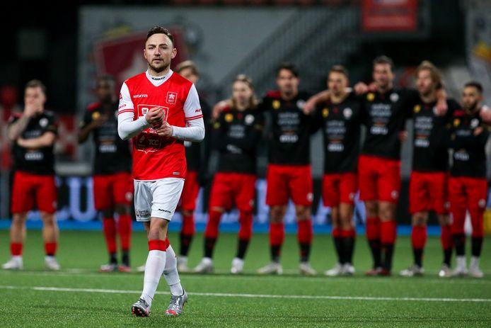 Joeri Schroijen loopt naar de bal.