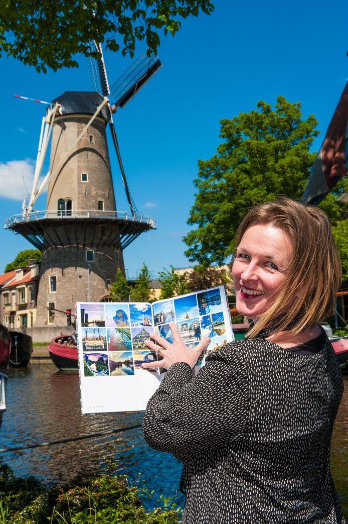 De Goudse ontwerpster Maaike Hoonhout in de Museumhaven.