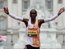 Kipchoge wint in Londen 10de marathon op rij in tweede tijd ooit