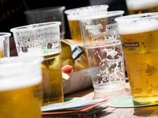 Politie slaat ruit in van café Breda dat na sluitingstijd nog bezoekers heeft