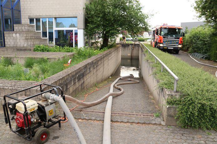 De brandweer moest meer dan 1 miljoen liter water wegpompen uit de school.