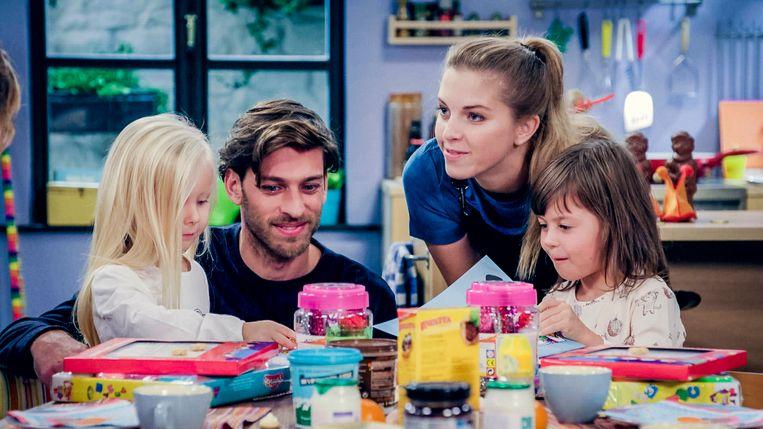 Vincent Banic (Guido) en Bab met hun soapkinderen Mila (links) en Milou (rechts).