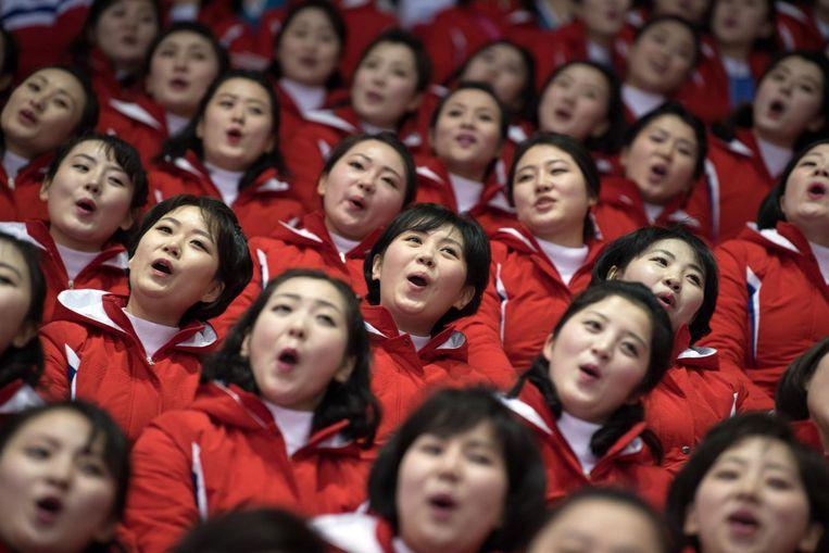 Zingende Noord-Koreaanse cheerleaders. Beeld getty