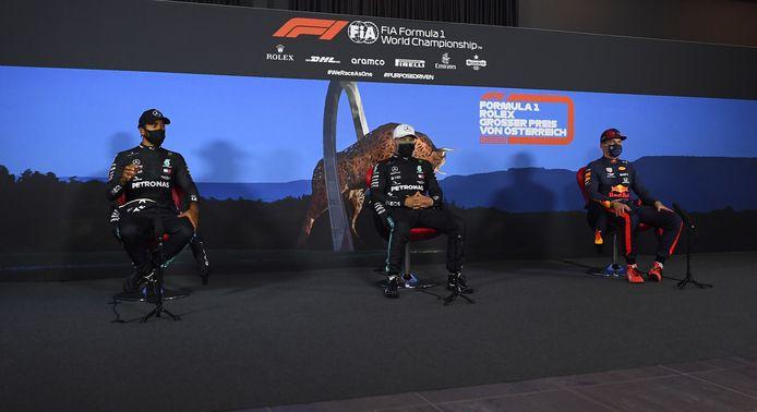 Zo ziet een persconferentie er voor Lewis Hamilton, Valtteri Bottas en Max Verstappen uit in tijden van corona.