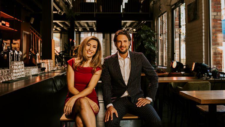 Fidan Ekiz en Renze Klamer, presentatoren van De vooravond. Beeld BNNVara