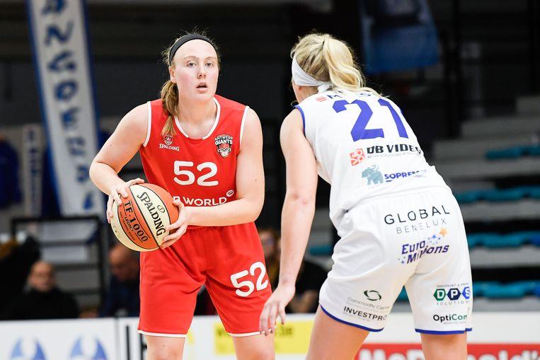 Jessica Kelliher aan de slag met Antwerp Giants tegen Kangoeroes Mechelen.