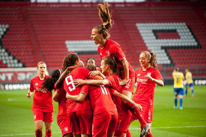 FC Twente bejubelt de goal van Fenna Kalma.