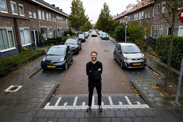 Niels Guns in 'zijn' Pioenroosstraat.