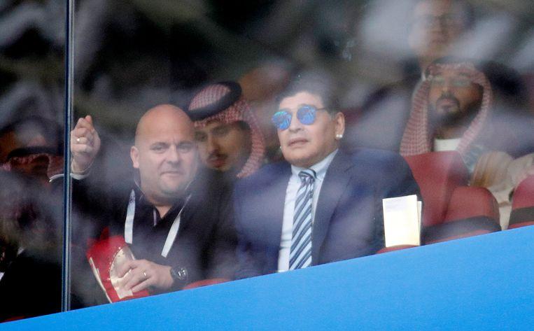 Ook oud-speler Diego Maradona tekende present. Beeld REUTERS