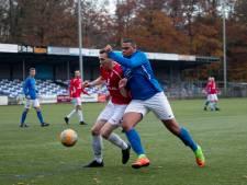 Acht spelers beschuldigen trainer van discriminatie en vertrekken per direct bij AGOVV