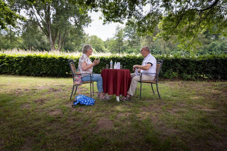 Arie Vels en Anka Smit op hun speeddate.  Beeld Herman Engbers