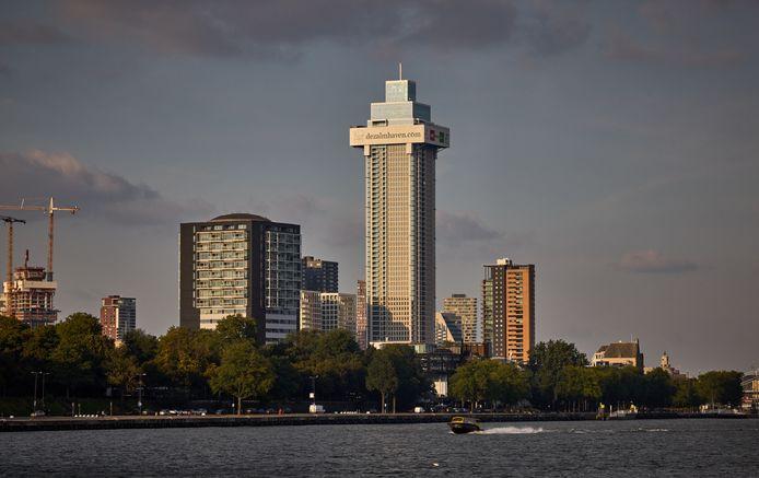 De Zalmhaventoren nadert zijn voltooiing.