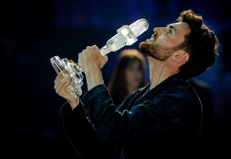 Duncan Laurence op het podium nadat hij het Eurovisie Songfestival heeft gewonnen.  Beeld ANP
