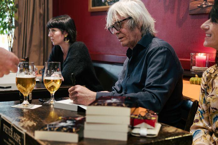In 2018 boycotte Pieter Aspe de Boekenbeurs omdat die entreegeld begonnen vragen aan bezoekers. Zelf ging hij gratis signeren in café Kleine Tunnel.