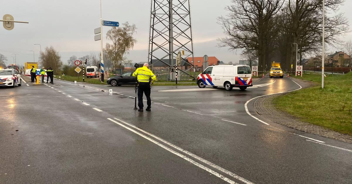 Ernstig ongeval op Oerdijk in Deventer: fietser aangereden door vrachtwagen.