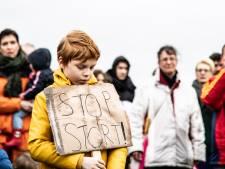 150 demonstranten zetten granulietstorters bij Over de Maas te kijk: 'De overheid is ons aan het misleiden'