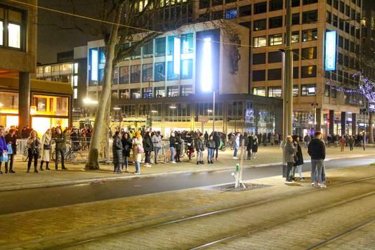 Een deel van de groep verhuist naar het Stadhuisplein.