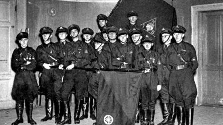 De WA (Weerbaarheidsafdeling) van de NSB uit Wageningen die partijgenoten tegen aanvallen moest beschermen. Beeld