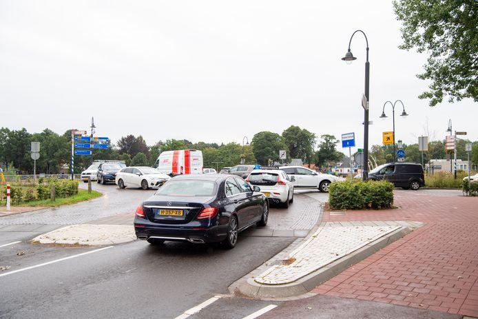 Fileleed op de hoek Prinses Julianastraat- Vechtkade in Ommen, eerder dit jaar. Op de achtergrond de Hessel Mulertbrug.