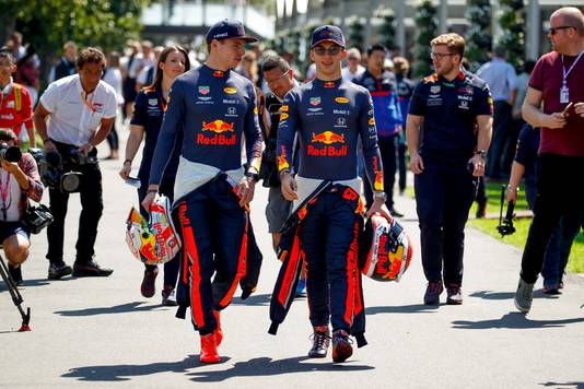 Max Verstappen en ploeggenoot Pierre Gasly in Melbourne.