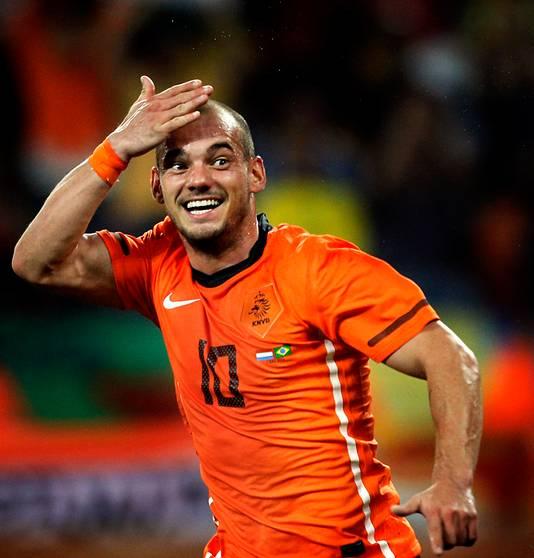 Wesley Sneijder viert zijn kopgoal tegen Brazilië.