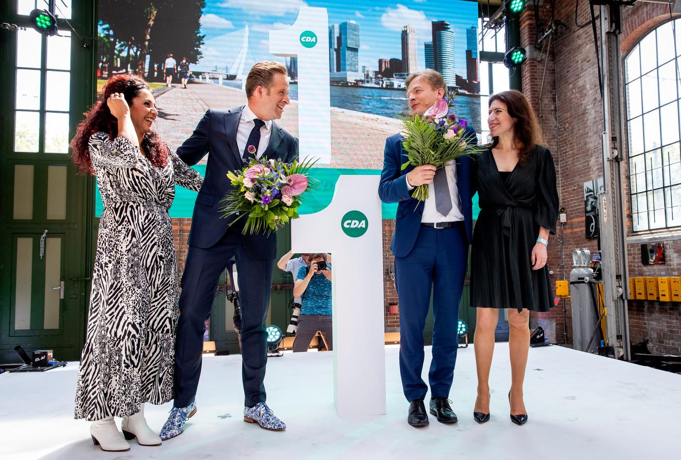 Minister Hugo de Jonge en Kamerlid Pieter Omtzigt en hun partners tijdens de bekendmaking van de stemronde om het lijsttrekkerschap.