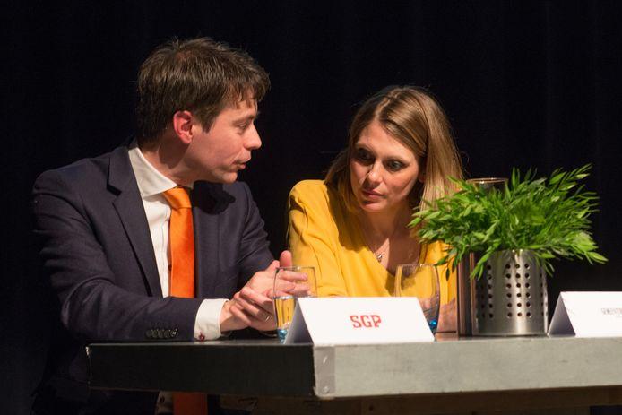 Nunspeet - Verkiezingen Foto : Chris Stoffer van SGP met  Marije Storteboom van Gemeentebelang (fotoBramvandeBiezen)