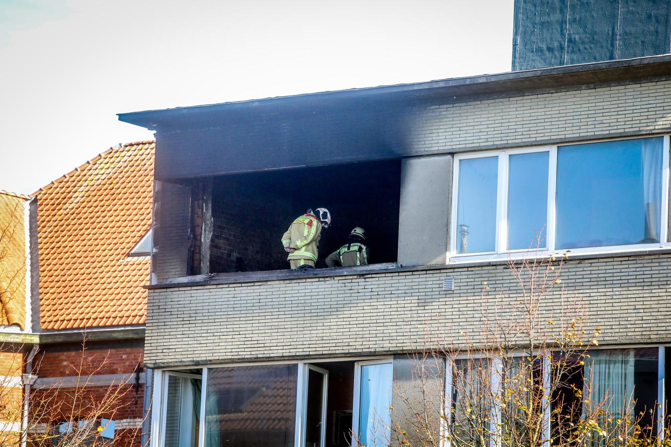 De flat waar de brand uitbrak, brandde volledig uit.