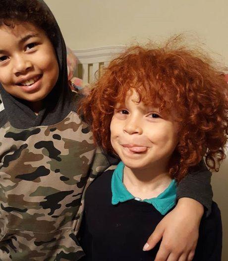 Donkere moeder verft haar rood omdat niemand gelooft dat roodharig en blank zoontje van haar is