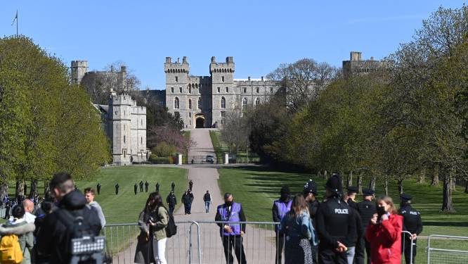 Strenge veiligheidsmaatregelen rond Windsor tijdens uitvaart prins Philip, maar geen overrompeling van rouwende Britten