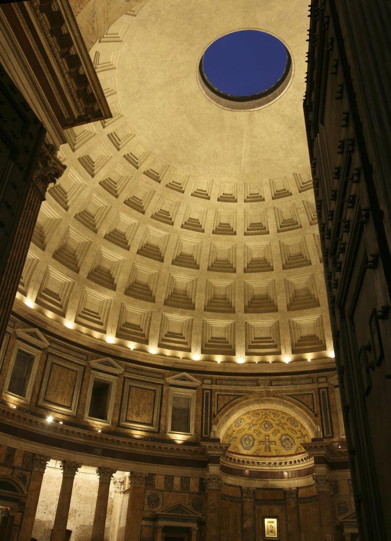 Het Pantheon is 's avonds feeëriek verlicht. Beeld UNKNOWN