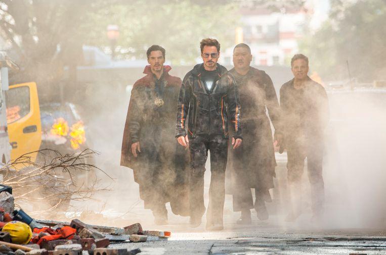 Doctor Strange/Stephen Strange (Benedict Cumberbatch), Iron Man/Tony Stark (Robert Downey Jr.), Wong (Benedict Wong) en Bruce Banner/Hulk (Mark Ruffalo) in 'Avengers: Infinity War'.   Beeld Chuck Zlotnick