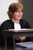 Aanklager Fien Maddens toont zich mild tijdens het proces en eist 'slechts' dertig jaar, maar Willem krijgt levenslang.