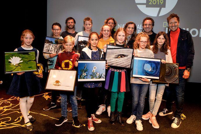 De verschillende finalisten en juryleden, met Mathis Vandermeeren op de achterste rij.