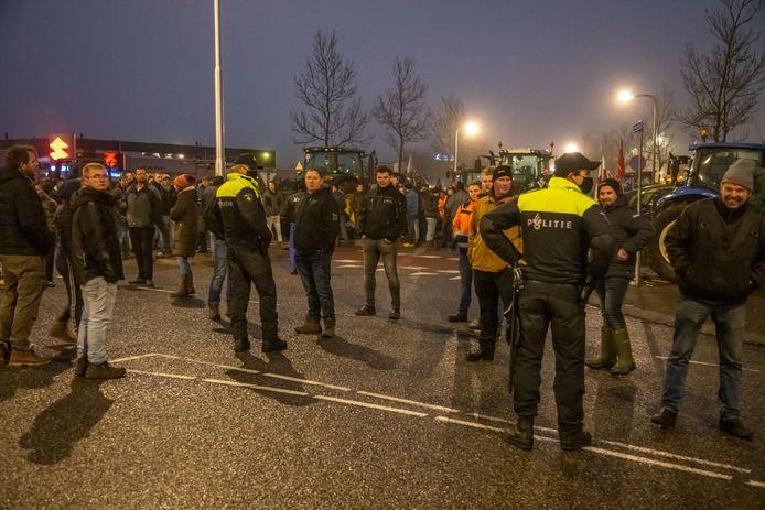 Boze boeren protesteerden afgelopen weekend bij het distributiecentrum van Albert Heijn in Zwolle.