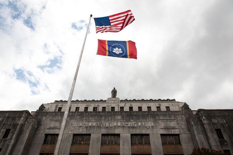 Boven de ingang van de Hinds County rechtbank in Jackson, Mississippi, stond jarenlang de galg waarmee ter dood veroordeelden werden opgehangen. Beeld Rory Doyle