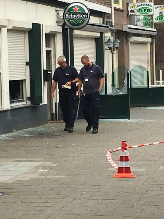 Onderzoek na een explosie bij Café 't Berghje in Oss.