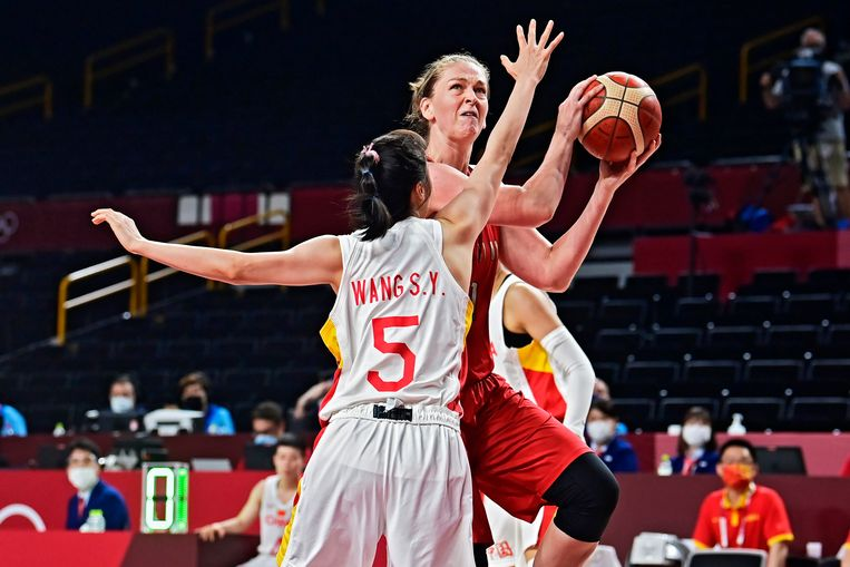 Emma Meesseman in actie tegen China. Beeld Photo News