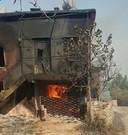 Het huis van de buren van Erik Roosenboom in Karavca is uitgebrand. Zijn eigen woning ontsnapte aan de vuurzee