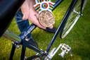 De bronze medaille en de fiets van Gerard koel.